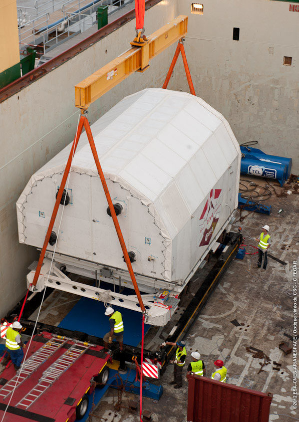 ATV-4 in its container together with its temperature control unit. Credit: ESA/CNES/Arianespace/Optique Video du CSG