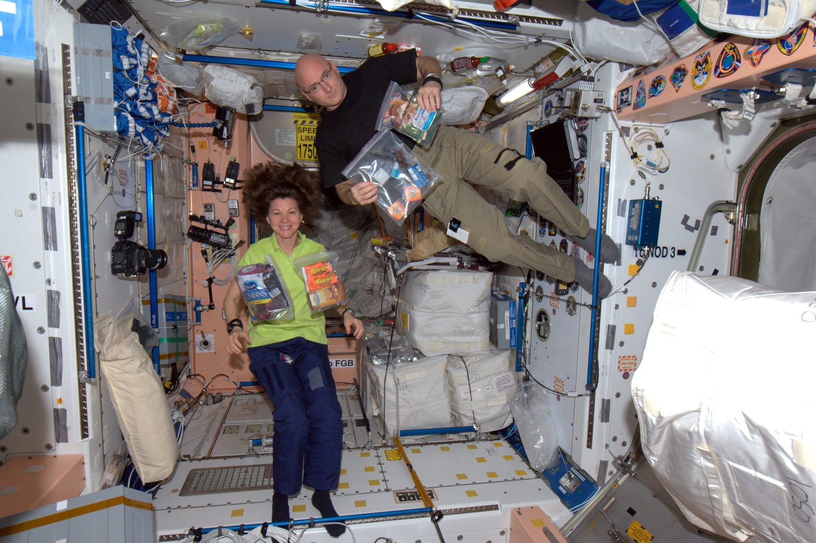 supply oxygen for astronauts - photo #9
