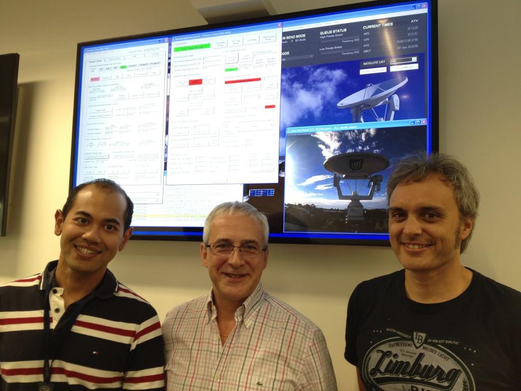 Aldeleide team tracking Ariane 5 & ATV-4 Credit: UniSA