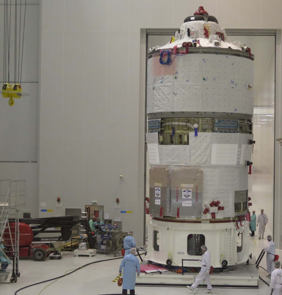 Roll'in along: ATV-5 transfer to fuelling area at Kourou. Credit: ESA-CNES-Arianespace/Optique video du CSG-S