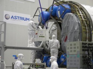 Mechanical team closing the ATV-5 cargo carrier in Kourou. Credit: ESA
