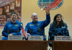 Expedition 30/31 crews attend pre-launch press conference