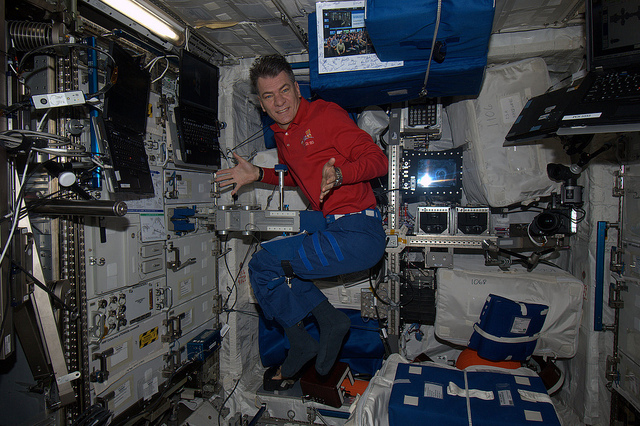 astronauts in space feel weightless because they - photo #35
