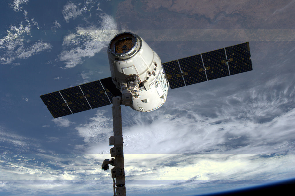 Dragon spacecraft was manoeuvred into position for release (Credit: ESA/NASA)