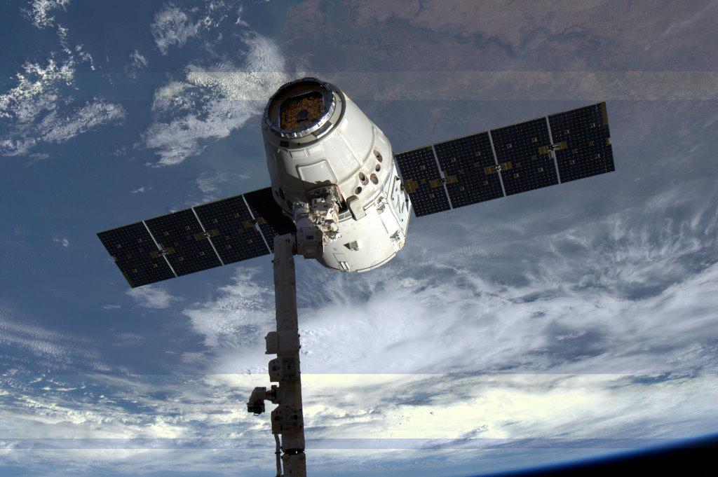 Dragon spacecraft was manoeuvred into position for release (Credit: ESA/NASA)