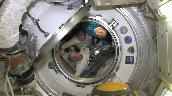 Shortly before hatch closure between the ISS and the Soyuz TMA-03M (Credit NASA TV)