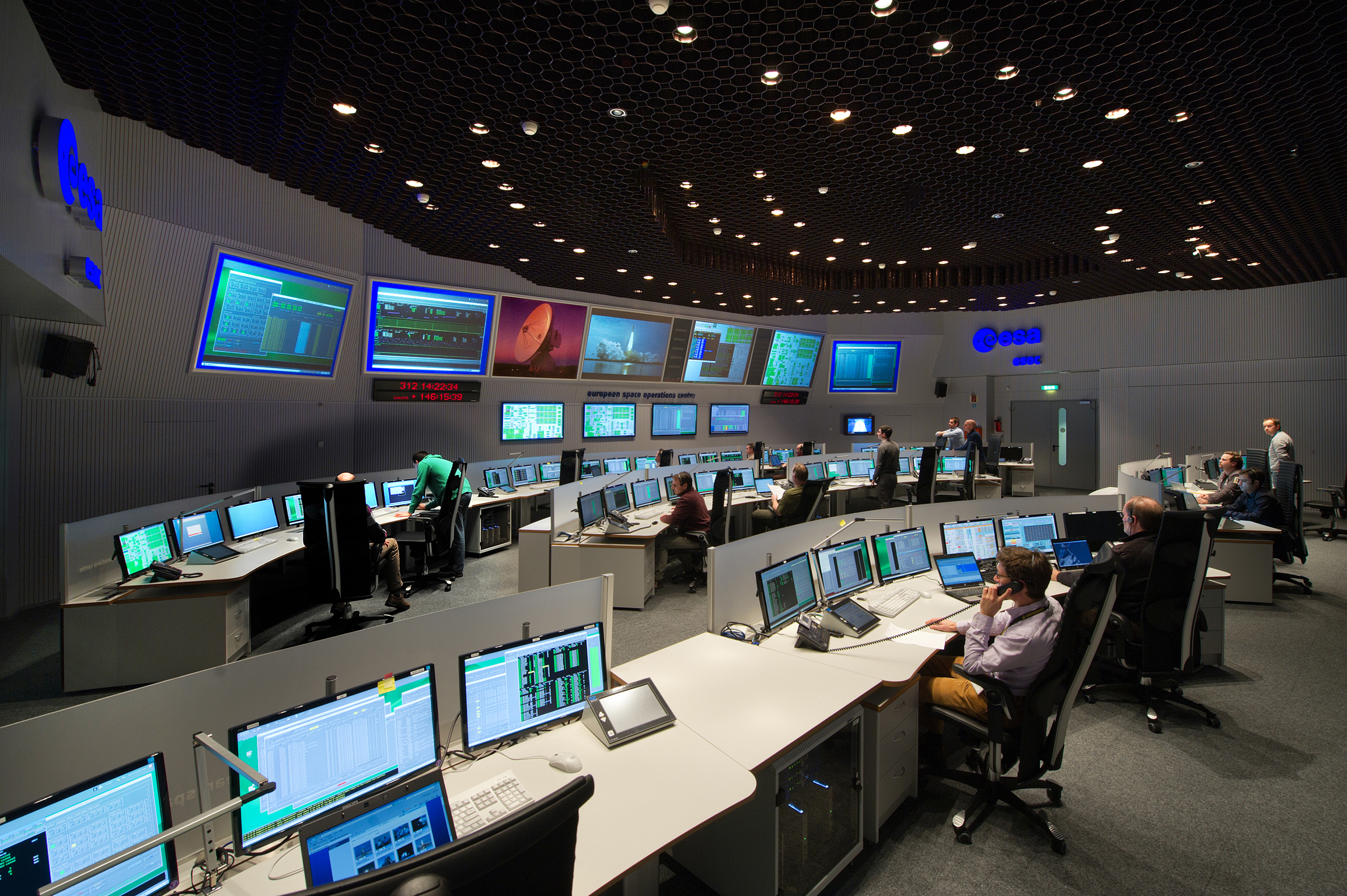 Spacecraft Control Room (page 2) - Pics about space