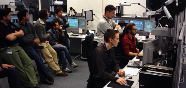 Teams at ESOC monitor the final ground station pass with GOCE, 23:42 CET, 10 November 2013. Credit: ESA
