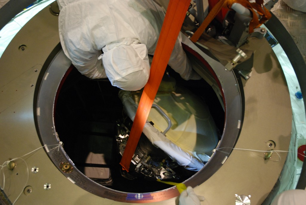 Opening the hatch on ATV-5 in Kourou for late cargo loading. Credit: ESA