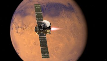 Artist's impression visualising the ExoMars 2016 Trace Gas Orbiter (TGO), with its thrusters firing, beginning its entry into Mars orbit on 19 October 2016. Credit: ESA/ATG medialab