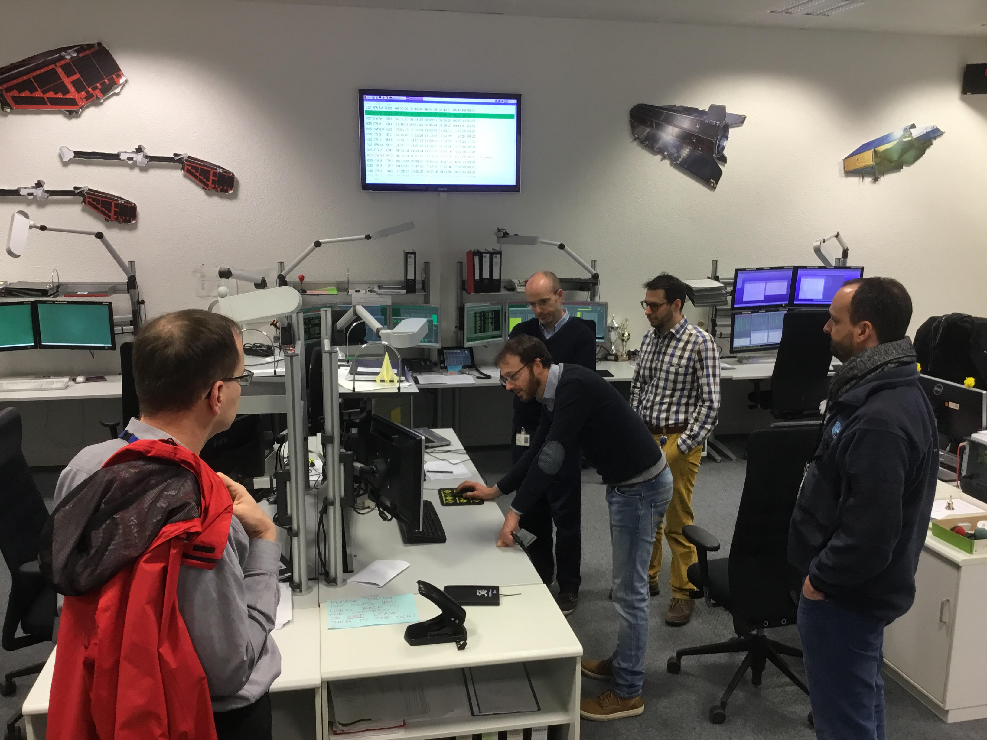 Commands for a debris avoidance manoeuvre were uploaded to Swarm-B from the EO mission control room at ESOC on 25 January 2017 at 08:51 CET. Credit: ESA