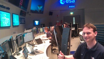 Team now in Main Control Room at ESOC. Credit: ESA