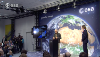 Jean-Pierre Bibring (centre) during the 13 November 2014 press briefing, during which he presented new images returned from the lander. Click to watch video.