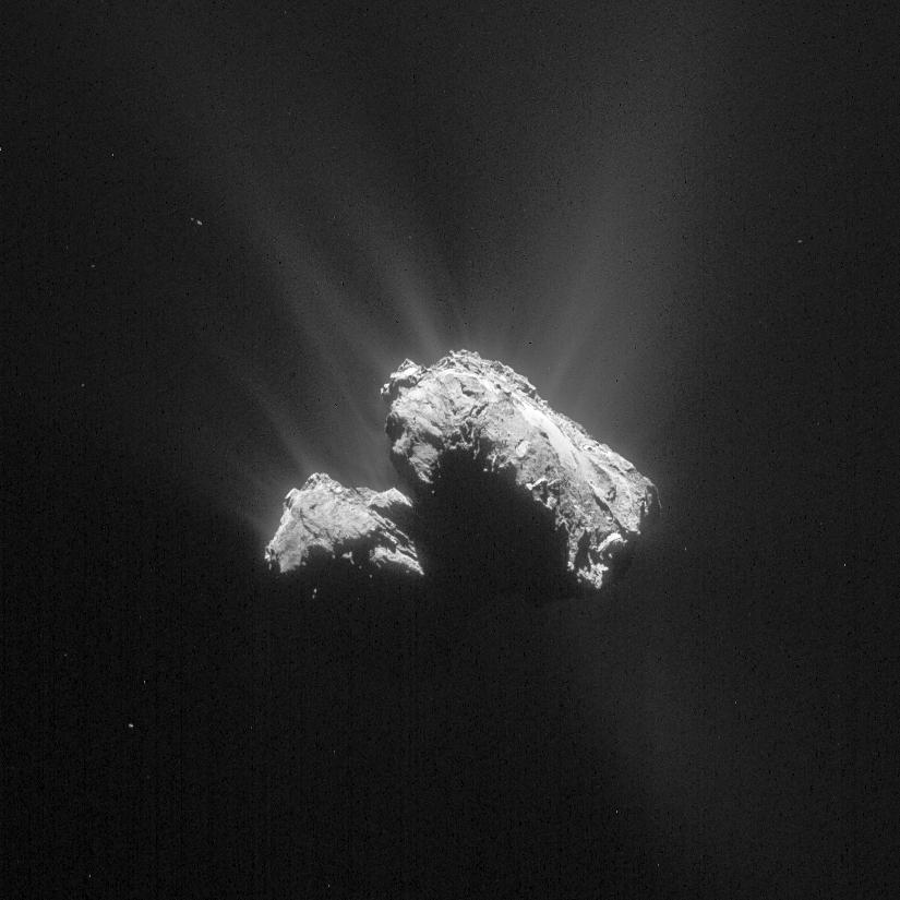 Comet 67P/C-G on 14 April 2015. Credits: ESA/Rosetta/NAVCAM – CC BY-SA IGO 3.0