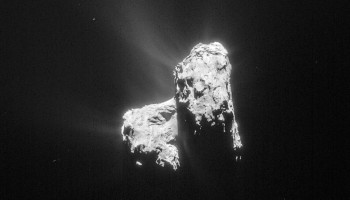 Comet 67P/C-G on 20 April 2015 from a distance of 128 km. Credits: ESA/Rosetta/NAVCAM – CC BY-SA IGO 3.0