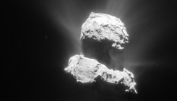 Comet 67P/C-G on 26 April 2015 from a distance of 98 km. The image has been processed to bring out the details of the comet's activity. Credits: ESA/Rosetta/NAVCAM – CC BY-SA IGO 3.0