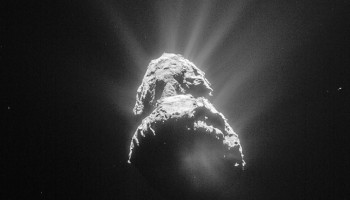 ESA_Rosetta_NavCam_20150428_LR