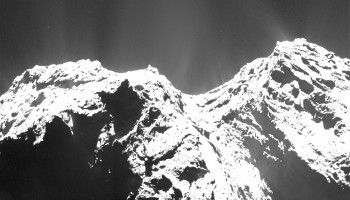 Single-frame OSIRIS narrow-angle camera image taken on 12 December 2015, when Rosetta was 104.4 km from the nucleus of Comet 67P/Churyumov–Gerasimenko. The scale is 1.89 m/pixel. Credits: ESA/Rosetta/MPS for OSIRIS Team MPS/UPD/LAM/IAA/SSO/INTA/UPM/DASP/IDA