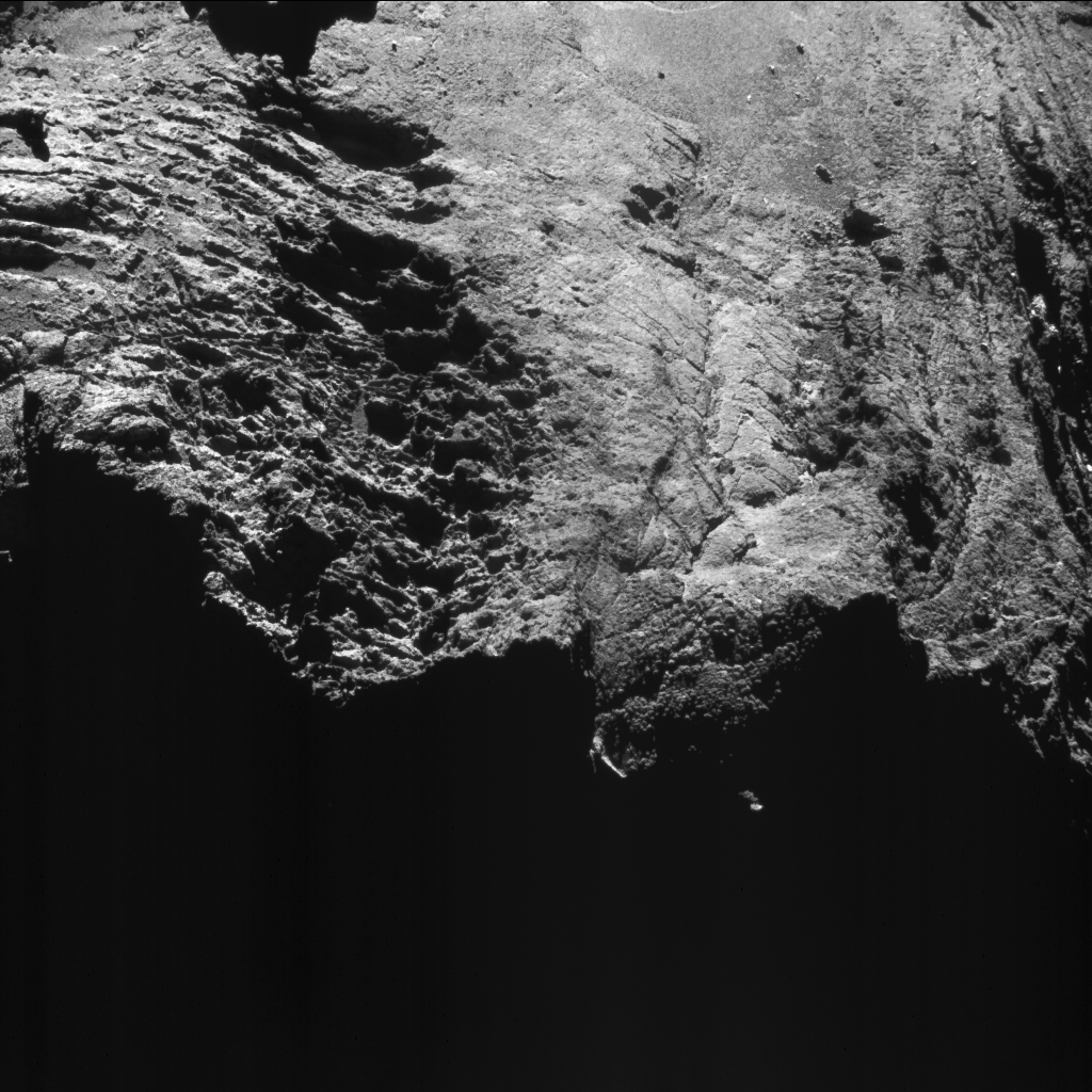 Enhanced NAVCAM image taken from a distance of 10.6 km to the centre of comet 67P/Churyumov-Gerasimenko on 8 August 2016. The image scale is 0.9 m/pixel and the image measures about 930 m across. Credits: ESA/Rosetta/NAVCAM – CC BY-SA IGO 3.0.