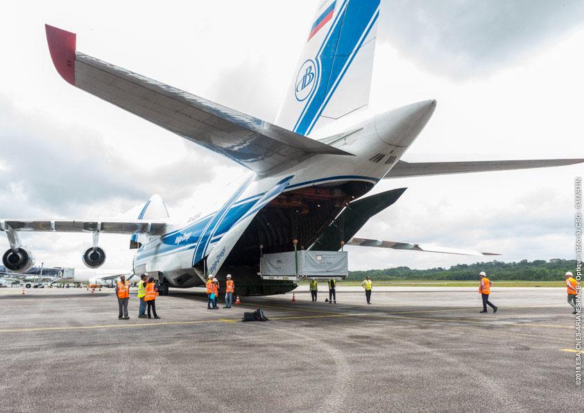 Arrival of Bepi Colombo solar panels to airport Felix Eboué (24/04/2018)