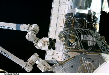 Moving the pressurised mating adapter in 2009. Credits: NASA