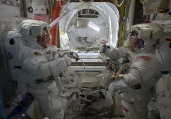 Ready for the spacewalk. Credits: ESA/NASA