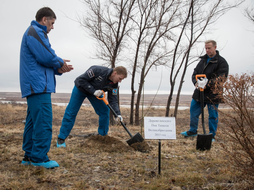Tim, Yuri and Tim during tree planting. Credits: NASA-V. Zelentsov