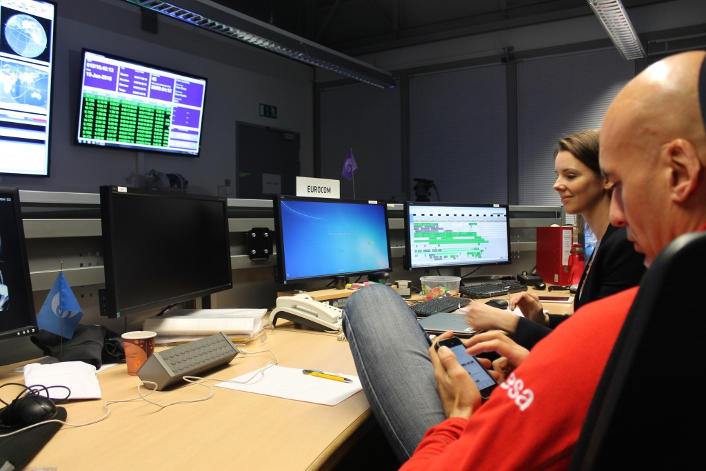 Luca Parmitano at European Astronaut Centre answering #AskLuca questions on Twitter. Credits: ESA–J. Harrod CC BY SA IGO 3.0