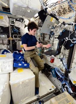 ESA astronaut Samantha Cristoforetti working on Skin-B in Columbus space laboratory in 2015. Credits: ESA/NASA