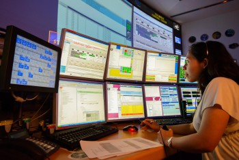 Columbus Flight Control Team in K4. Credit: DLR (CC-BY 3.0)