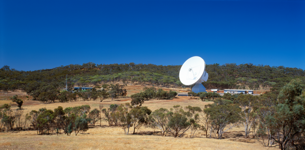 ESA's 35 m-diameter deep-space tracking station at New Norcia, Australia, seen in a full panorama in 2002. Credit: ESA